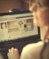 Anja Herting Online-Marketing Laptop